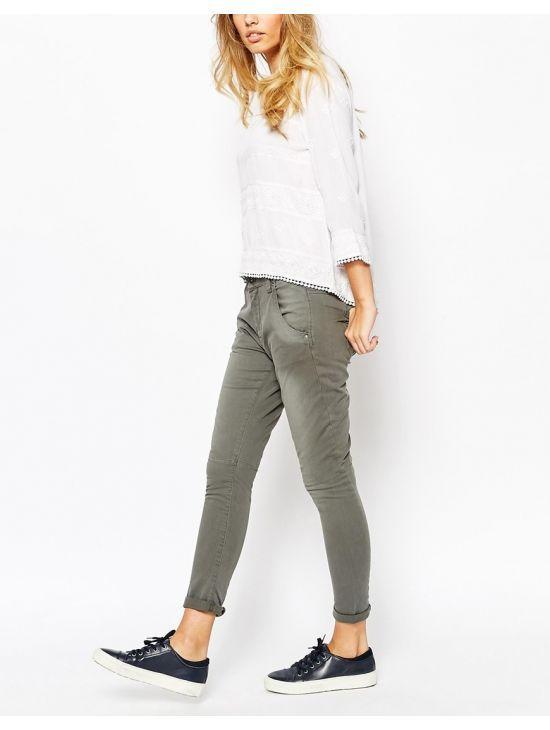 Kalhoty se sníženým sedem Pepe Jeans TOPSY - 919 CONCEPT STORE a1e803f001