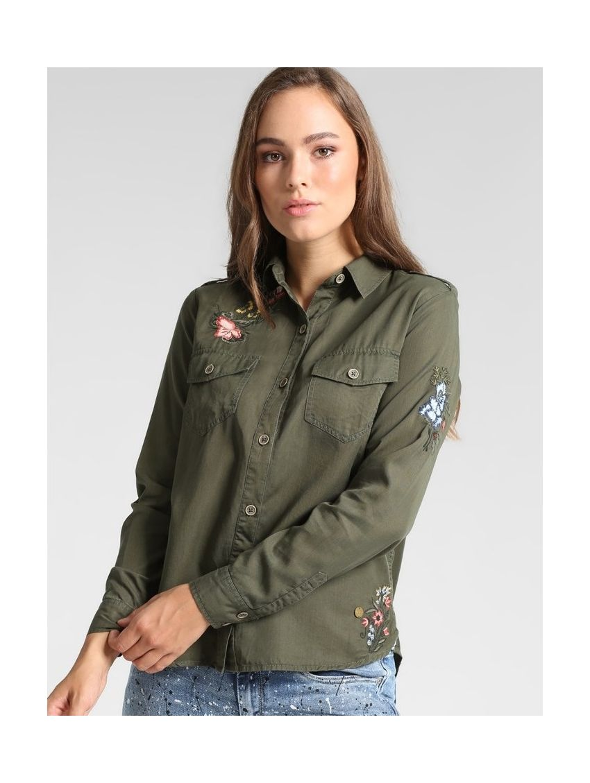 Khaki košile s nášivkami Pepe Jeans MAGDAS - 919 CONCEPT STORE b33ea4939d